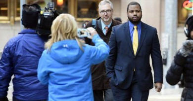 Officer William Porter, right, arrives at Courthouse East with his attorneys Wednesday, Jan. 6, 2016, in Baltimore. Circuit Judge Barry Williams is holding a motions hearing Wednesday ahead of the trial for Caesar Goodson, who drove the police transport van where Freddie Gray was critically injured. Prosecutors want Porter, whose trial ended in a mistrial last month, to testify against Goodson and Sgt. Alicia White. (Jerry Jackson/The Baltimore Sun via AP)  WASHINGTON EXAMINER OUT; MANDATORY CREDIT