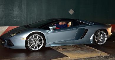 Tracy Morgan in sports car