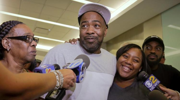 Jabbar Washington 1997 murder conviction is overturned after serving 21 years in prison